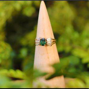 Jewelry - Vintage 14k Natural Green & White Sapphire Ring